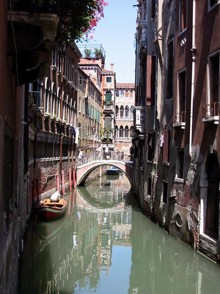 Small_canal_-_Venice